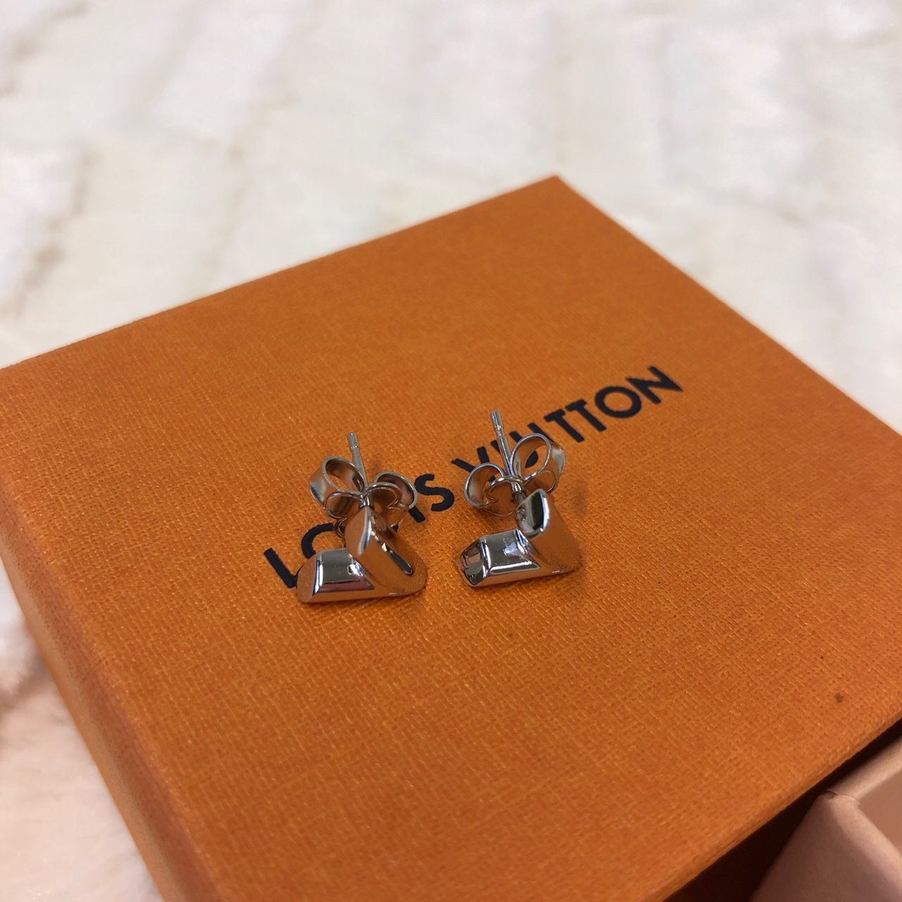 Louis Vuitton Essential V Stud Earrings M63208